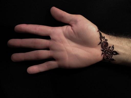 henna hand 2